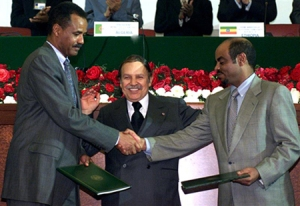 Algerian President Abdelaziz Bouteflika (C) stands between Eritrean President Isayas Afewerki (L) wh..