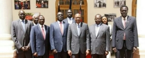 wpid-uhuru-kenyatta-president-of-kenya-in-a-group-photo-with-former-splm-sg-pagan-amum-okiech-ambassador-ezekiel-gatkuoth-lol-general-ajak-oyay-deng-and-dr-majak-dgoot-photo-by-kenya-press-secretary_0.jpg.jpeg