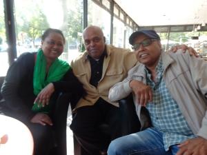 """مع أختي  نبيلة بنت الشهيد أستاذ / جابر سعد وصديقي محمد """"لومبا"""" الذي أمتعني بزيارة ومعرفة  تاريخ وحاضر المدينة"""