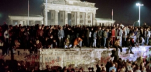 """وسقط """" سور """" برلين وهذه حقيقة"""
